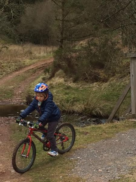 family cycling usk reservoir